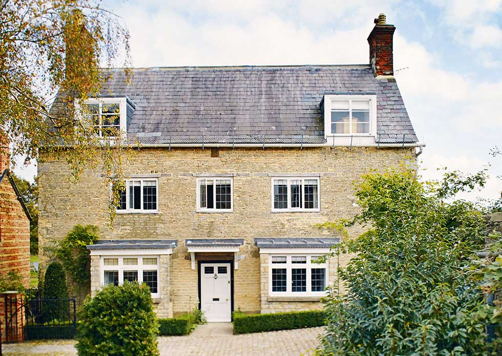Cotswold stone cottage Oxfordshire grade II listed