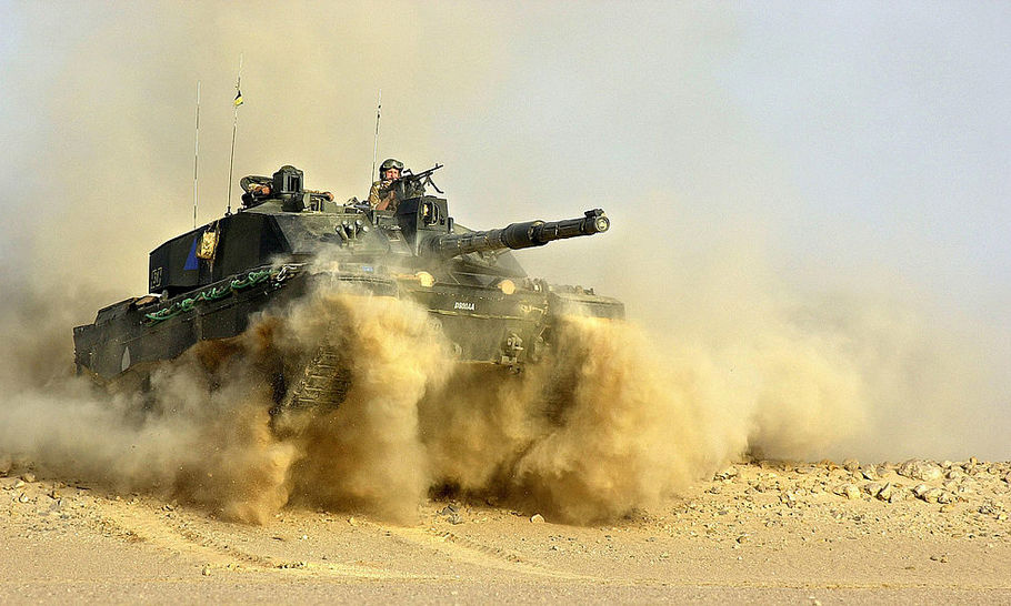 Should Britain keep its tanks?