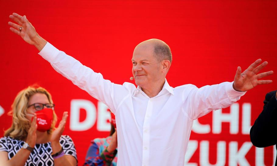 Will Olaf Scholz be a German leader like Willy Brandt and Helmut Schmidt?