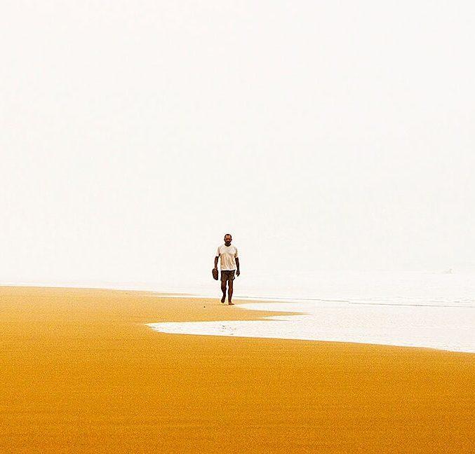 Um passeio junto ao mar.