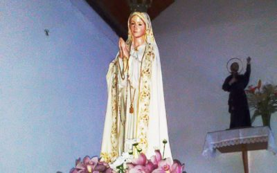 Procissão de velas com Imagem de Nossa Senhora de Fátima