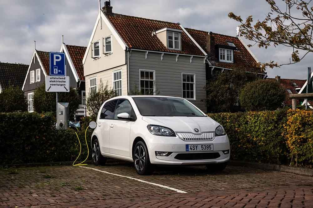 The new SKODA CITIGOe iV on charge