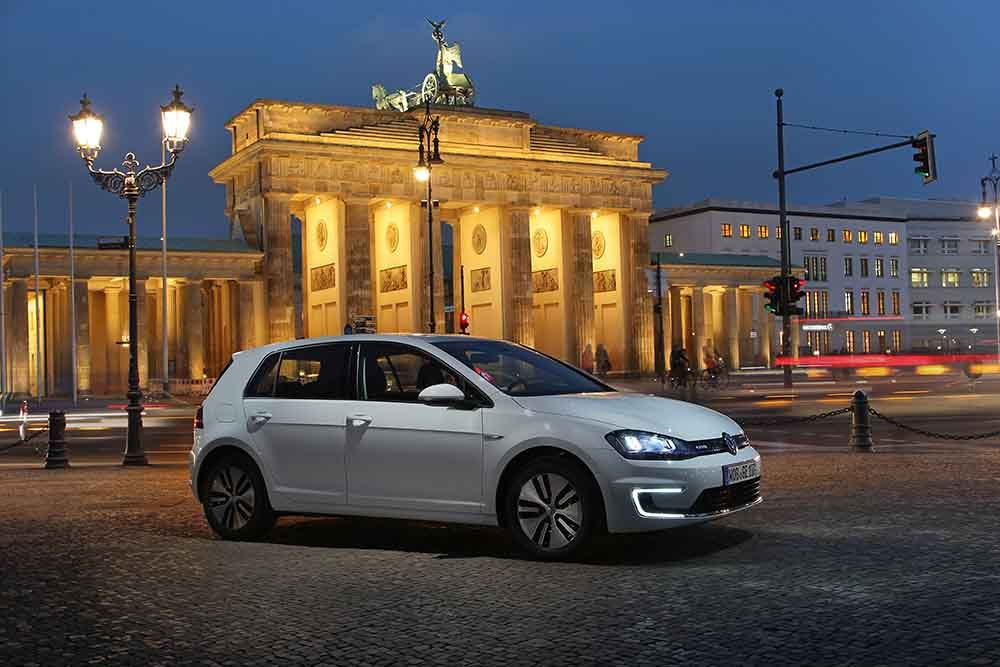 Volkswagen e-Golf on a winter's evening