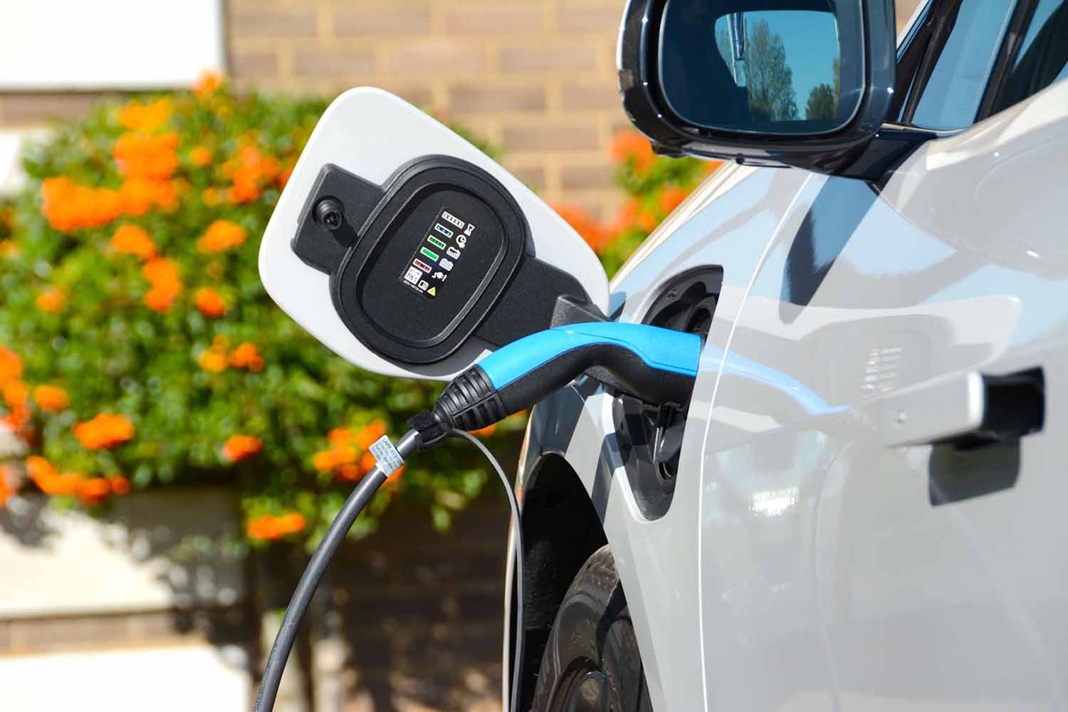 Almost 100,000 Pure Electric Vehicles To Hit UK Roads In 2020 Image