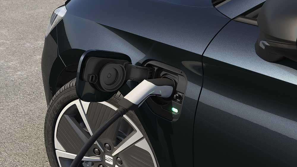 New SEAT Leon e-HYBRID charging