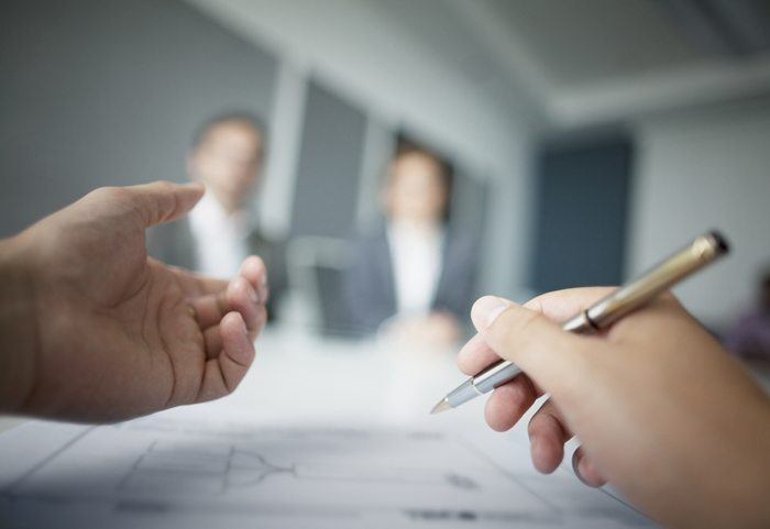 Learning to delegate: outsourcing can help when resources are stretched