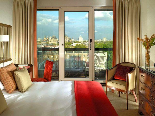 cheval-gloucester-park-deluxe-three-bedroom-queen-bedroom