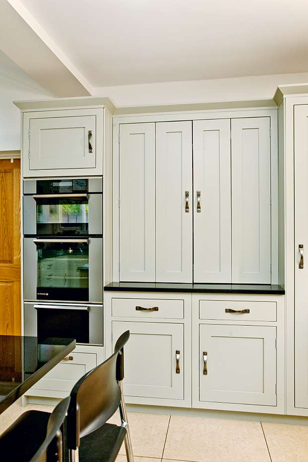 Kitchen cupboard and cooker