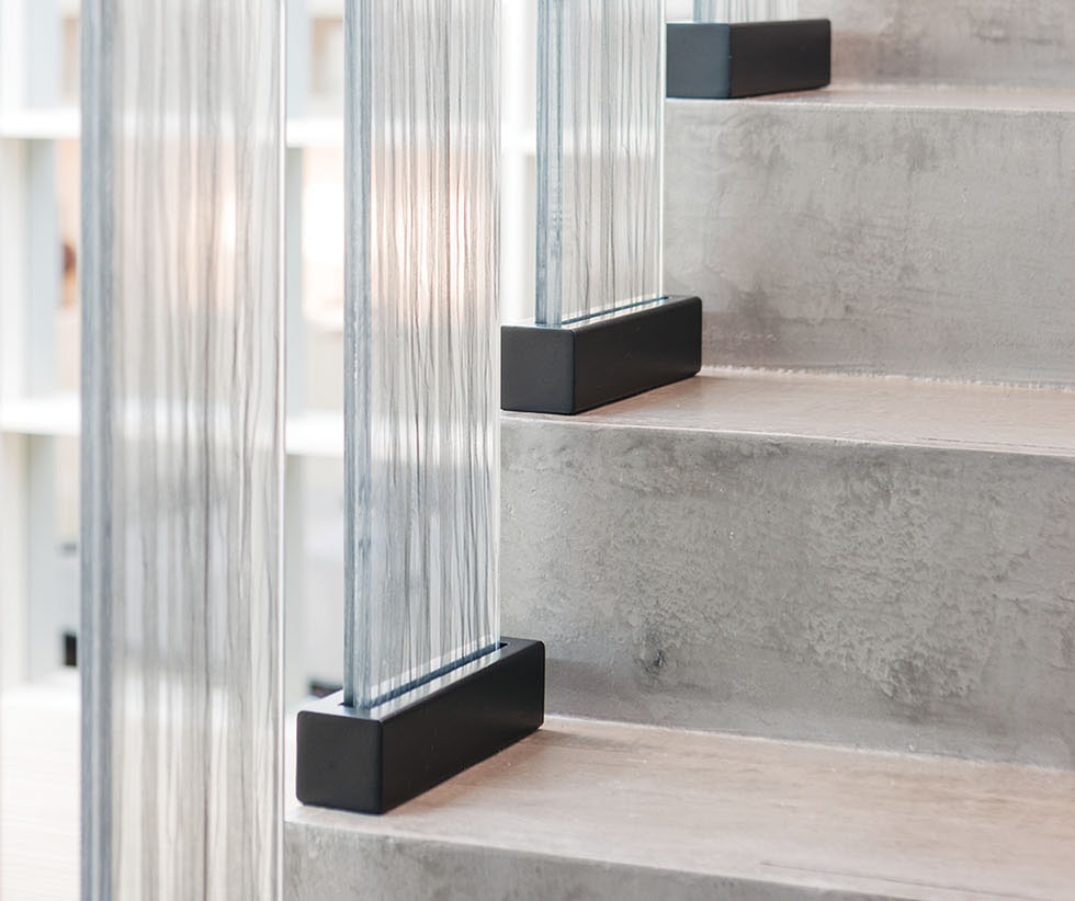 9_KeirTownsend-laminated glass panel staircase-high