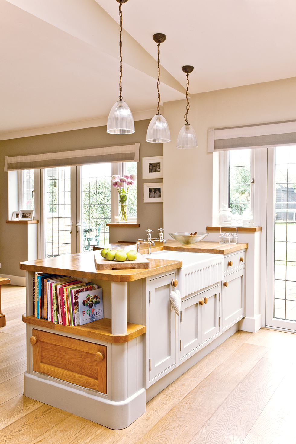 Kitchen island in new extension