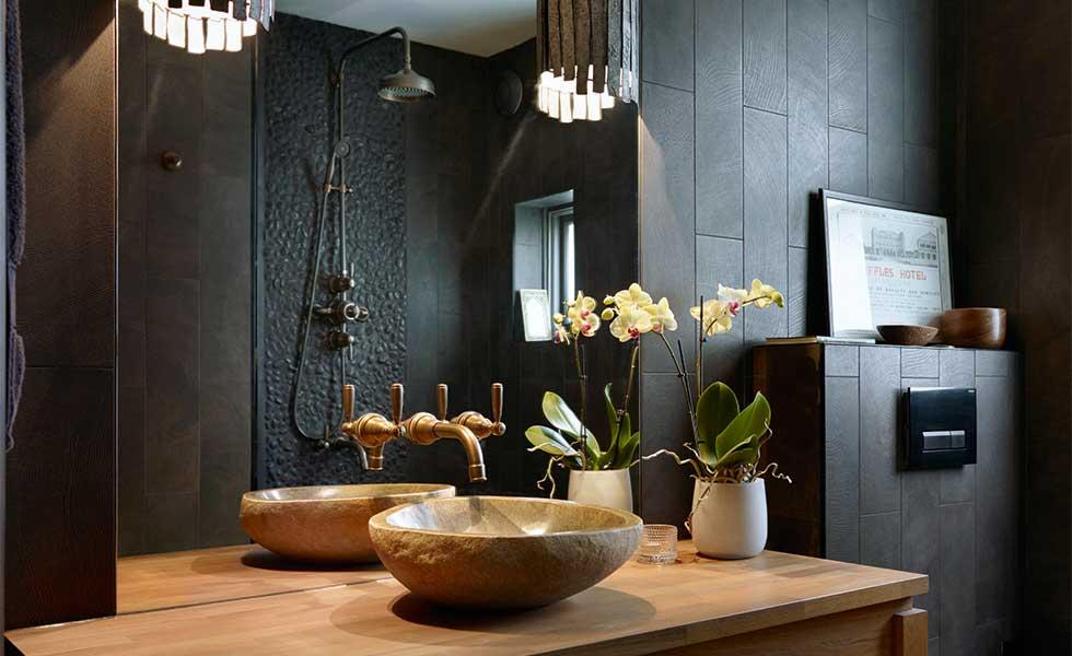 stricking black bathroom with concealed pipework