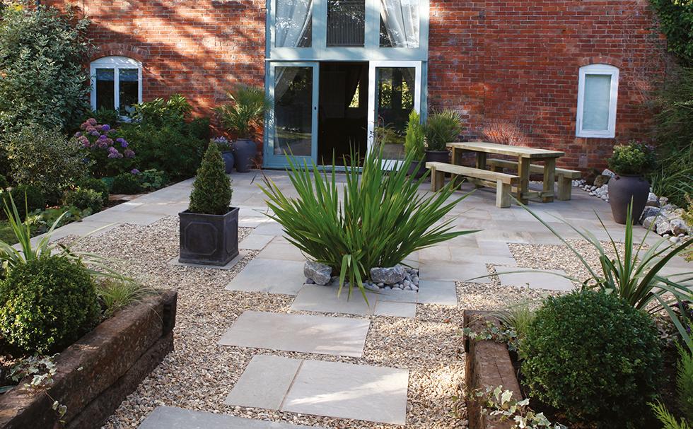 20 tips for beautiful garden borders real homes for Gravel gardens design ideas