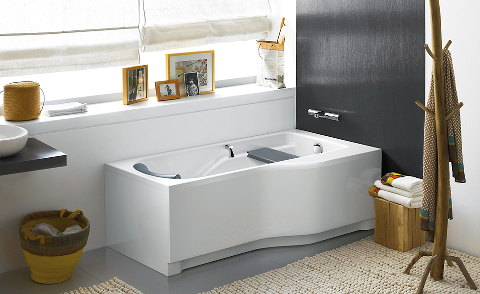 Twyford 'All' offset Family Bath with panels - hi-res