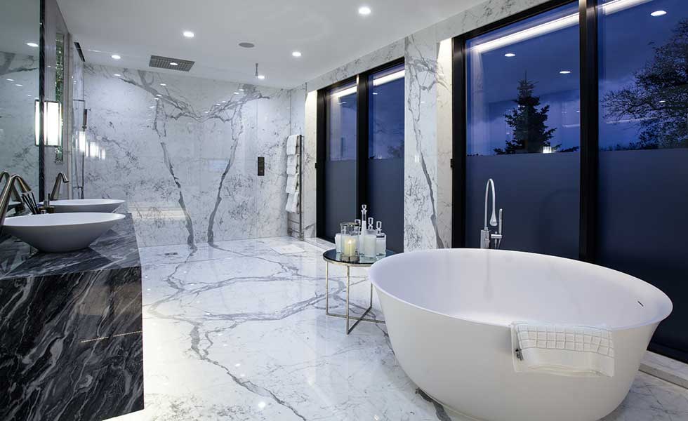 Celia-Sawyer-marble-luxury-bathroom