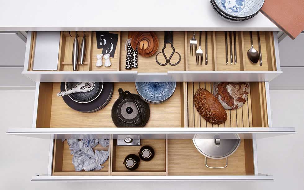 17-ORGANISE-DRAWER-INTERIORS-Pronorm-drawer-system-in-natural-oak