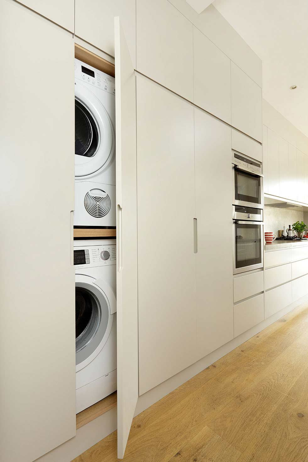 HIDE-AWAY-BIG-APPLIANCES-hide-away-a-utility-space-Cue-&-Co-of-London-hi-res