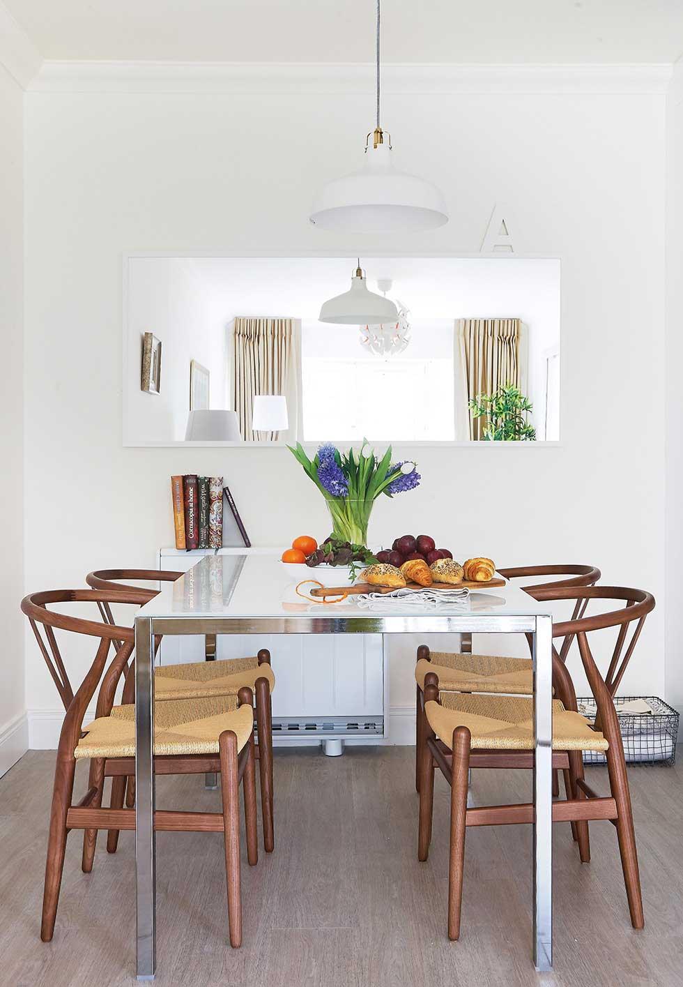 Farbra apartment dining table