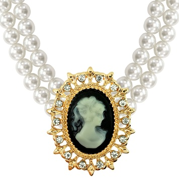 CAMEO & PEARLS NECKLACE