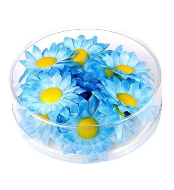 BOX OF 20 DECORATIVE DAISY FLOWERS - LIGHT BLUE