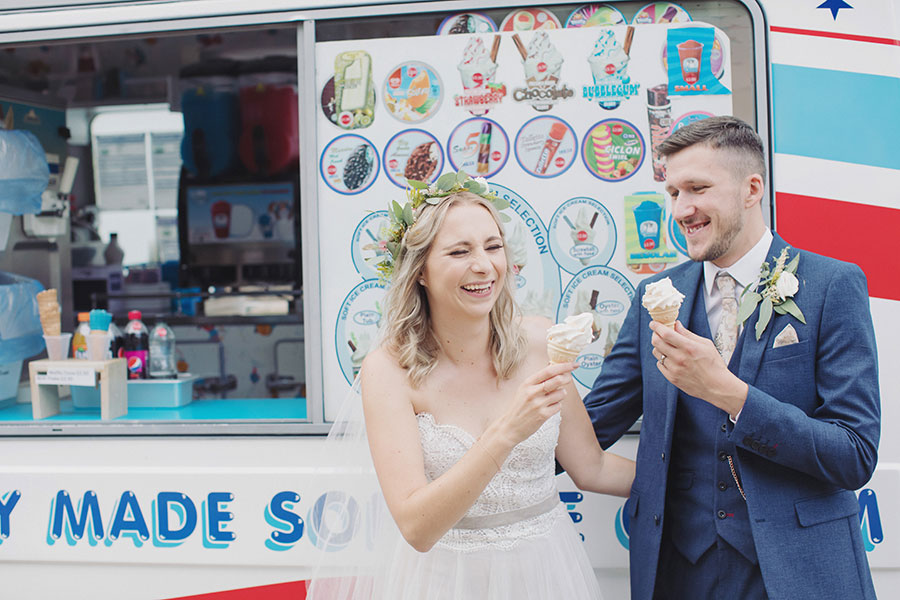 Sheffield Botanical Gardens wedding | Sheffield natural wedding photography | Yorkshire Sheffield wedding photographer | Outdoor garden wedding venue | Ice cream van | Sasha Lee Photography