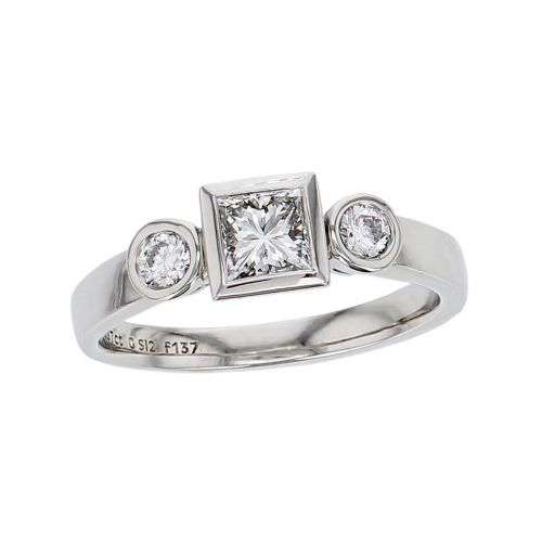 princess brilliant cut diamond trilogy engagement ring, round brilliant cut side diamonds, platinum designer handmade by Faller, hand crafted, betrothal, promise, precious jewellery, jewelry, GIA certified, hand crafted, G.I.A. GIA, three stone, square diamond