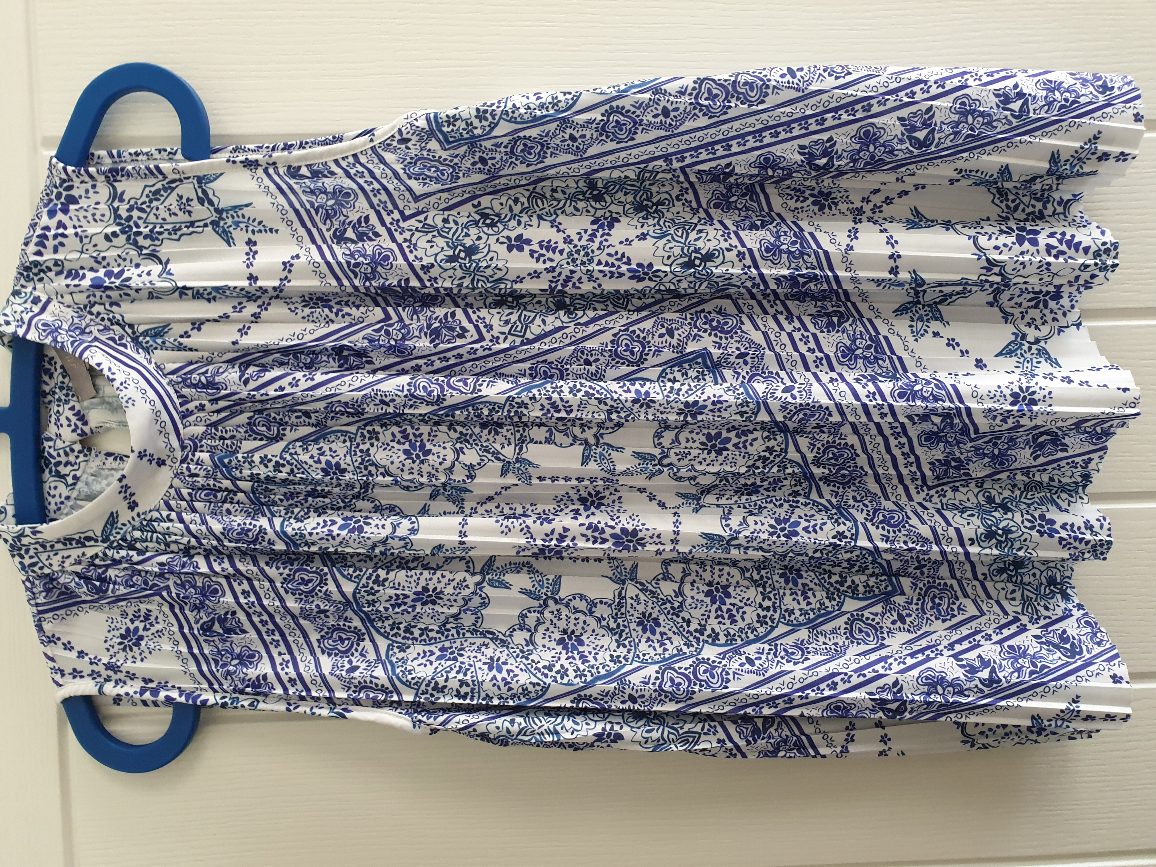 Image of H&M Sleeveless patterned pleated top size XL