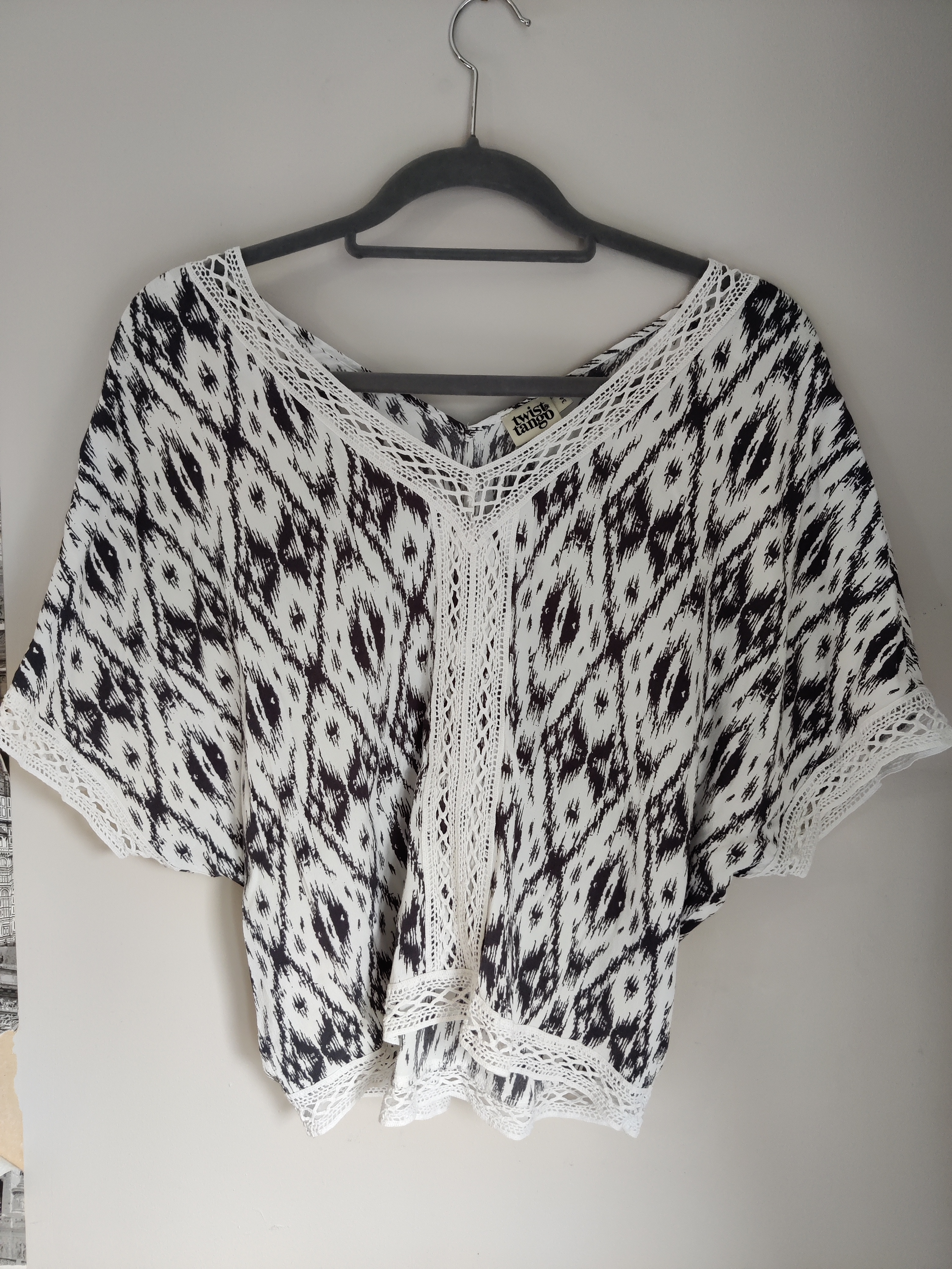 Image of Twist & Tango Patterned blouse