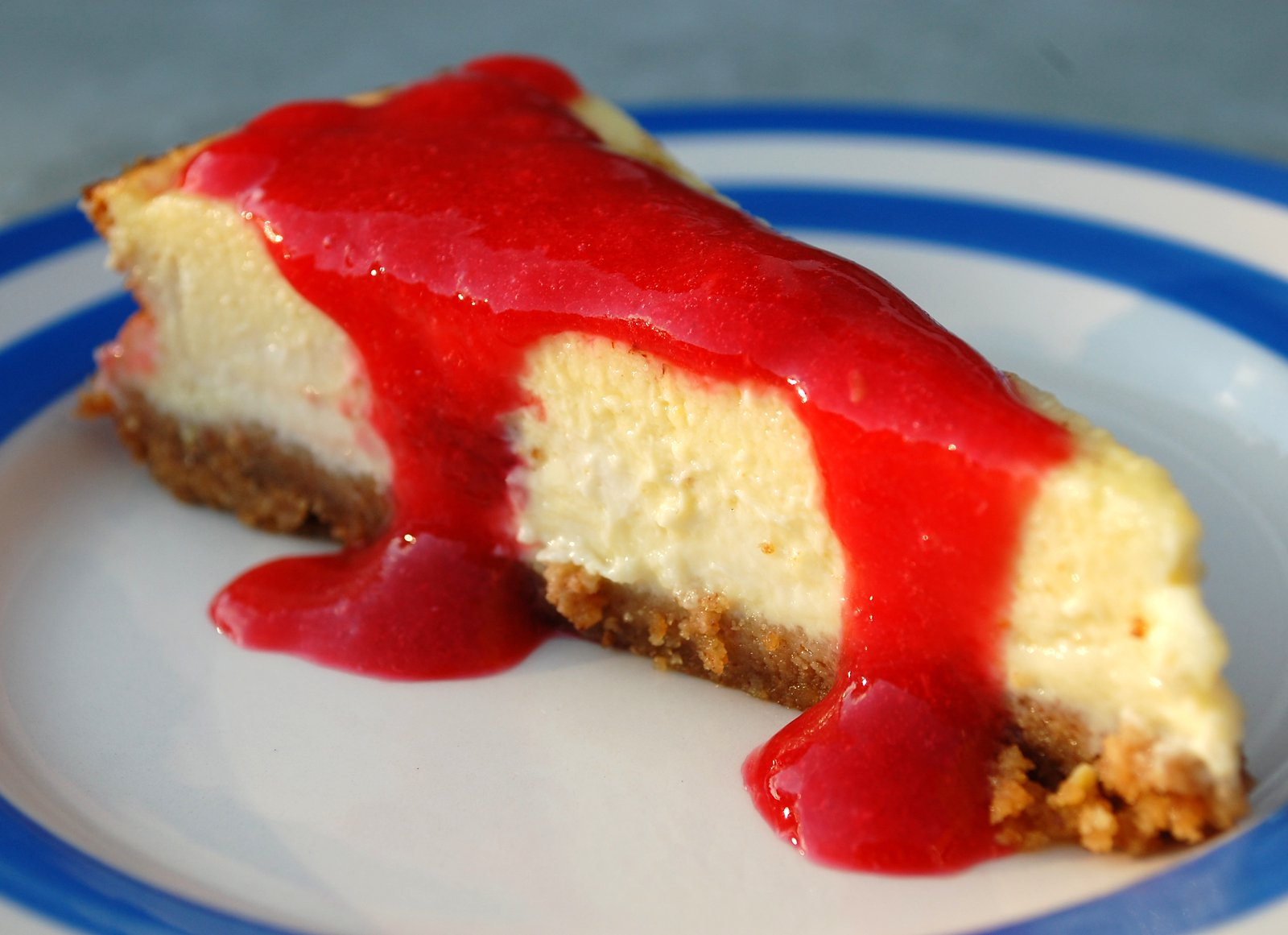 Raspberry Cheesecake With Raspberry Coulis