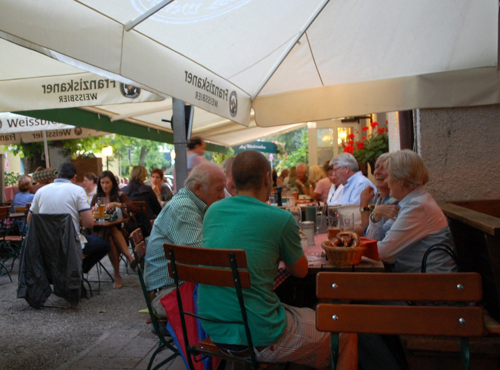 Osterwaldgarten Restaurant In Munich