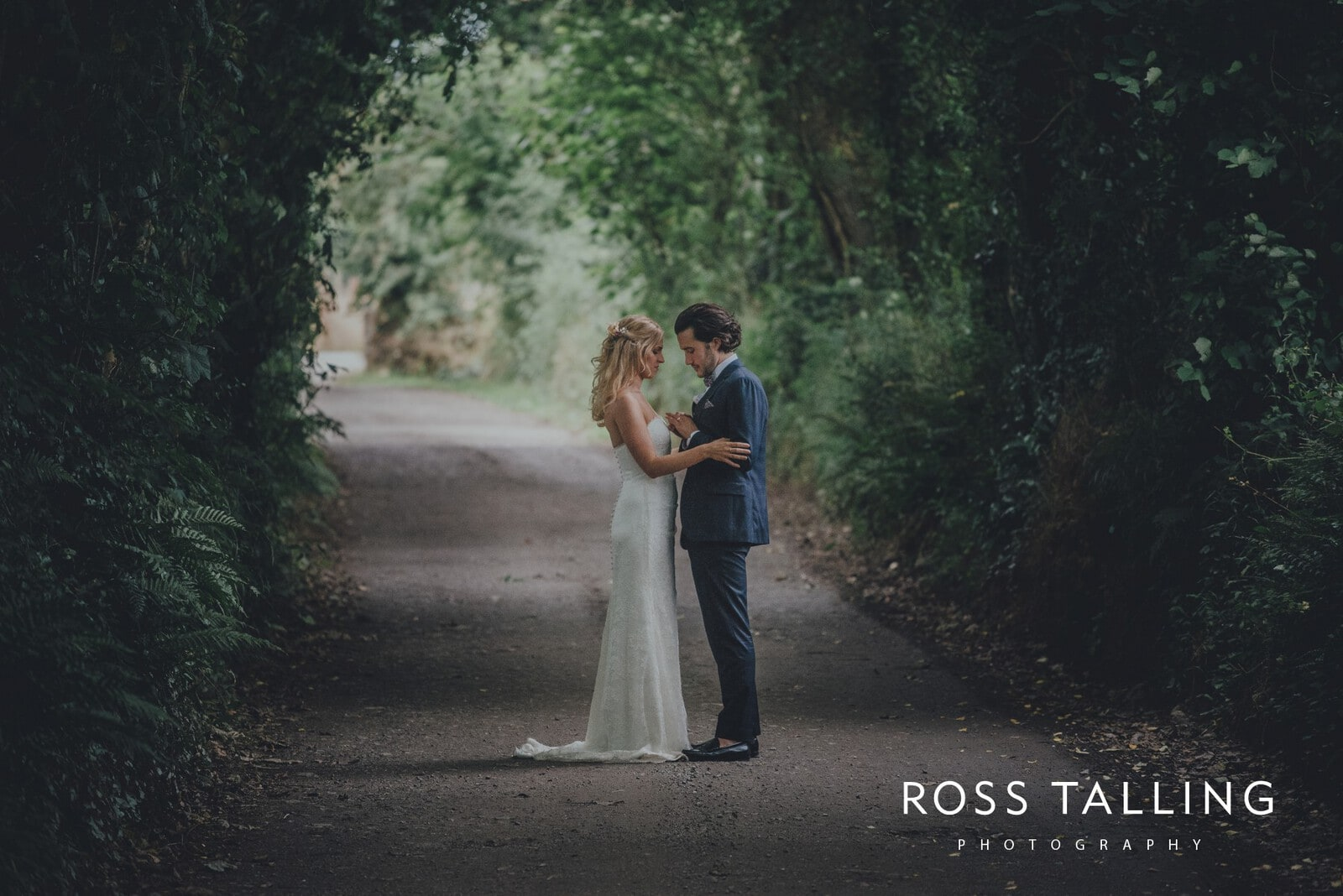 jack-caros-nancarrow-farm-wedding-photography_0238