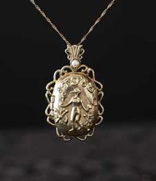 Telos Magic Venus Love Locket Pendant Gold Front View With Sand