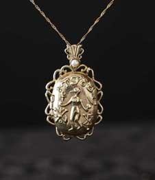 Telos Magic Venus Love Locket Pendant Gold Front View With Sand