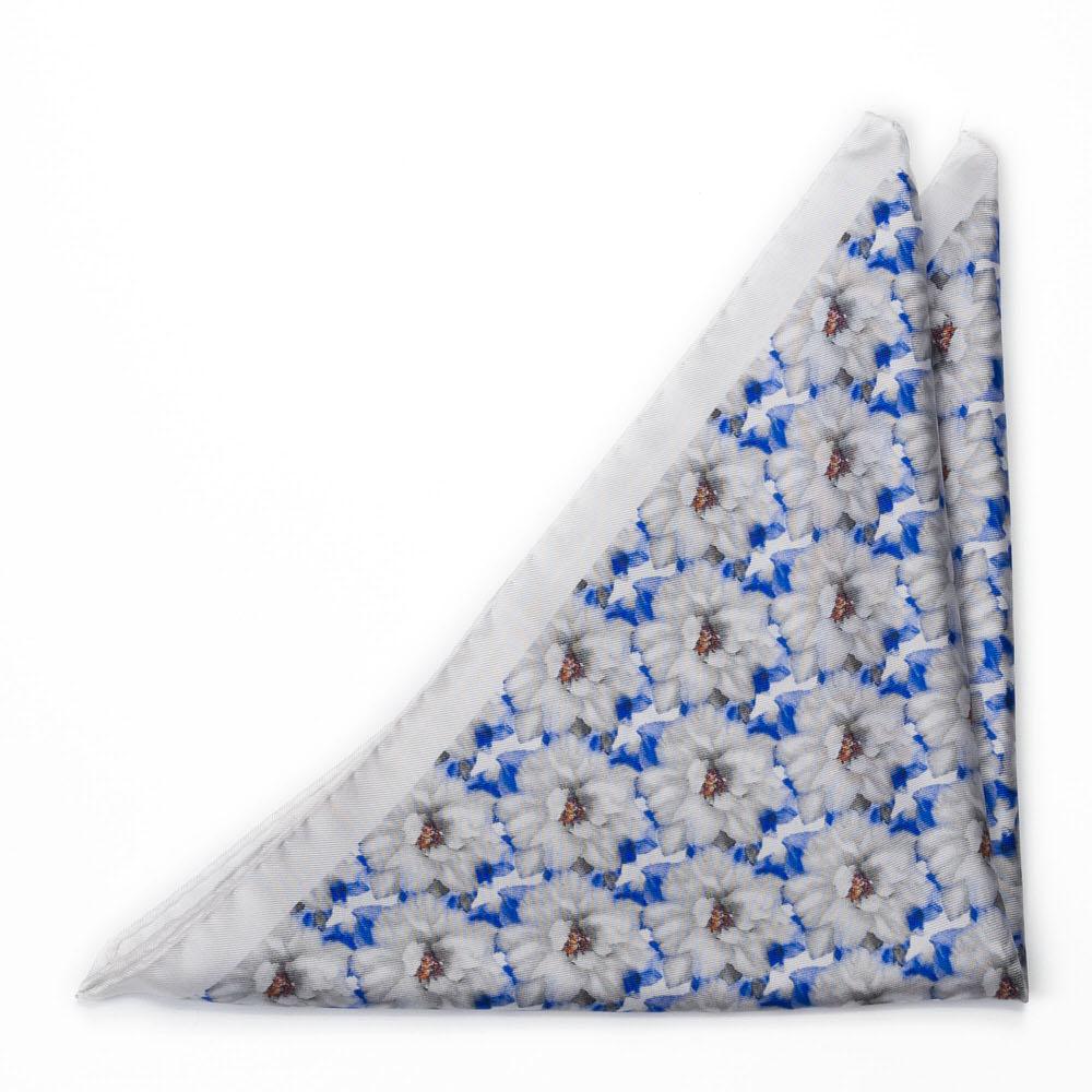 Bröstnäsduk i Siden - Blåvitt, verklighetstroget blomtryck på vitt
