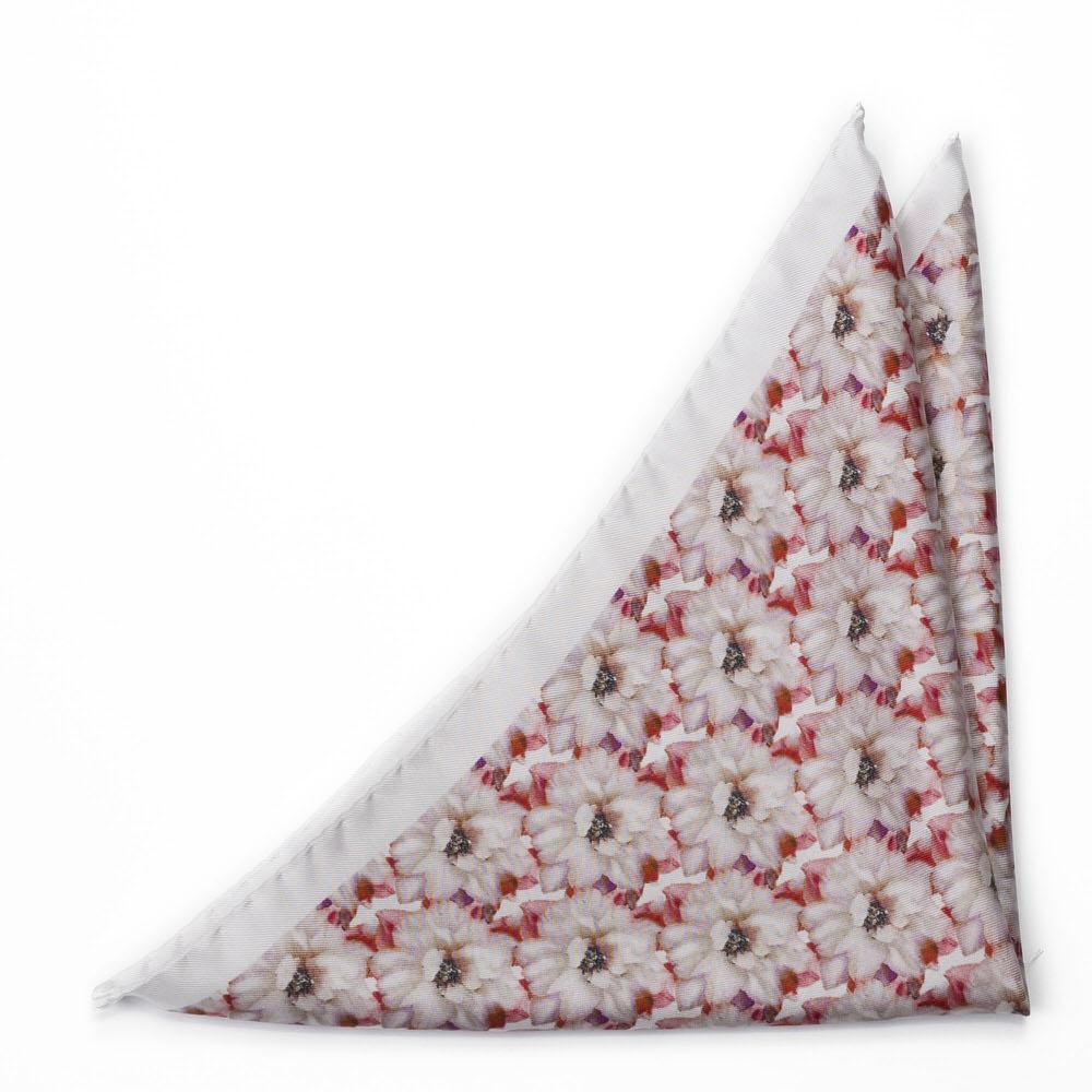 Bröstnäsduk i Siden - Rödvitt, verklighetstroget blomtryck på vitt