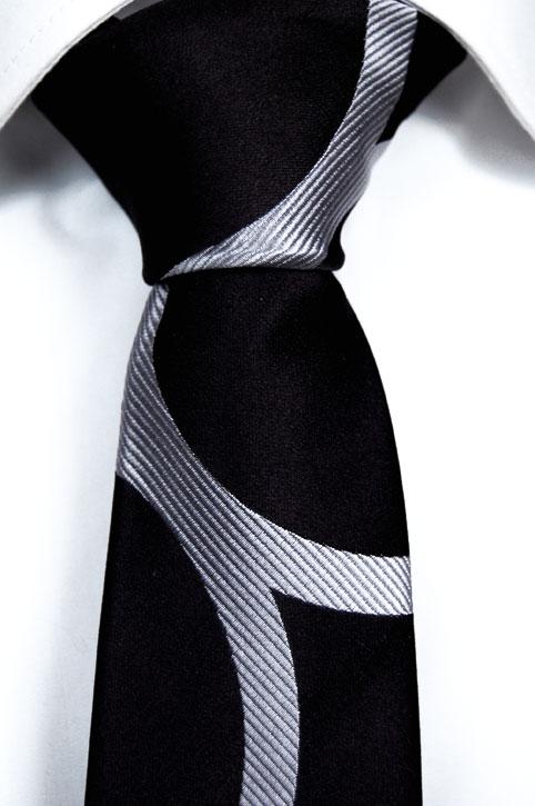 Smal Slips i Siden - Kolsvart botten och ett mönster i silvergrått