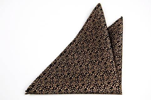 Bröstnäsduk i Siden - Svart botten och ett guldfärgat bladmönster - Notch CEASAR