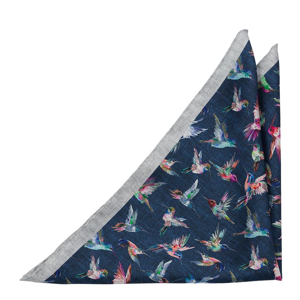Bröstnäsduk i Siden - Flerfärgade kolibrier på midnattsblått med grå ram