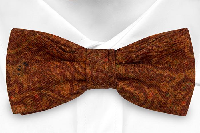 Knuten Fluga i Ull - Snirkligt mönster i roströd och orange