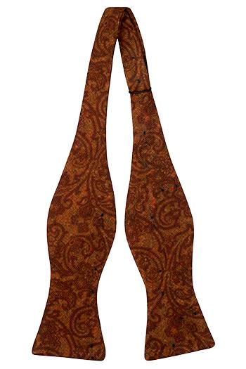 Oknuten Fluga i Ull - Snirkligt mönster i roströd och orange