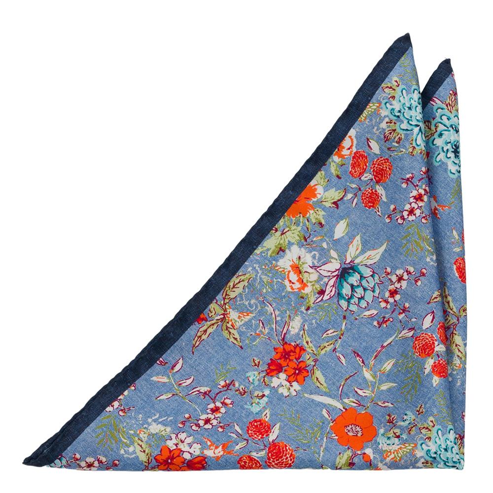 Bröstnäsduk i Siden - Orange, vita och turkosa blommor på ljusblått
