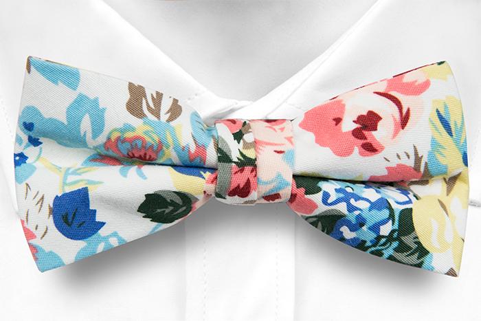 Knuten Fluga i Bomull - Stora, skära, blå & gula blommor & löv, vit botten