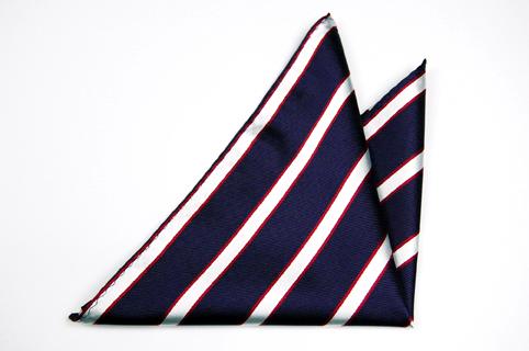 Bröstnäsduk i Siden - Marinblå botten och ränder i vitt och rött - Notch GLEN