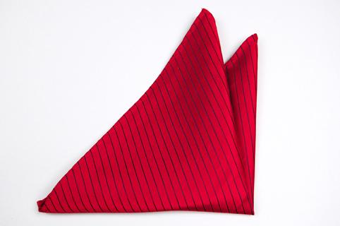 Bröstnäsduk i Siden - Röd botten och ränder i blått - Notch ISIDOR