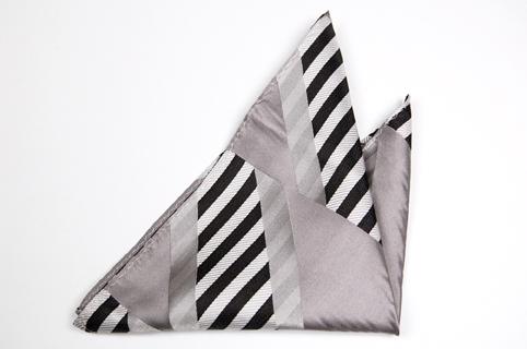 Bröstnäsduk i Siden - Ränder i svart och grått samt en kant i grått - Notch KUNO