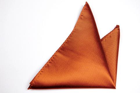 Bröstnäsduk i Siden - Diskret randstruktur i enfärgad mörk orange - Notch LUIGI