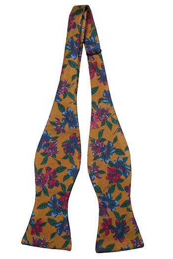 Oknuten Fluga i Siden - Senapsgul bas med blommor och blad i många färger