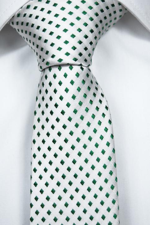 Smal Slips i Siden - Har vit botten och små rutor i klargrönt. Ett kap!