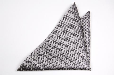 Bröstnäsduk i Siden - Ljusgrå botten och ett mönster i mörkare grått