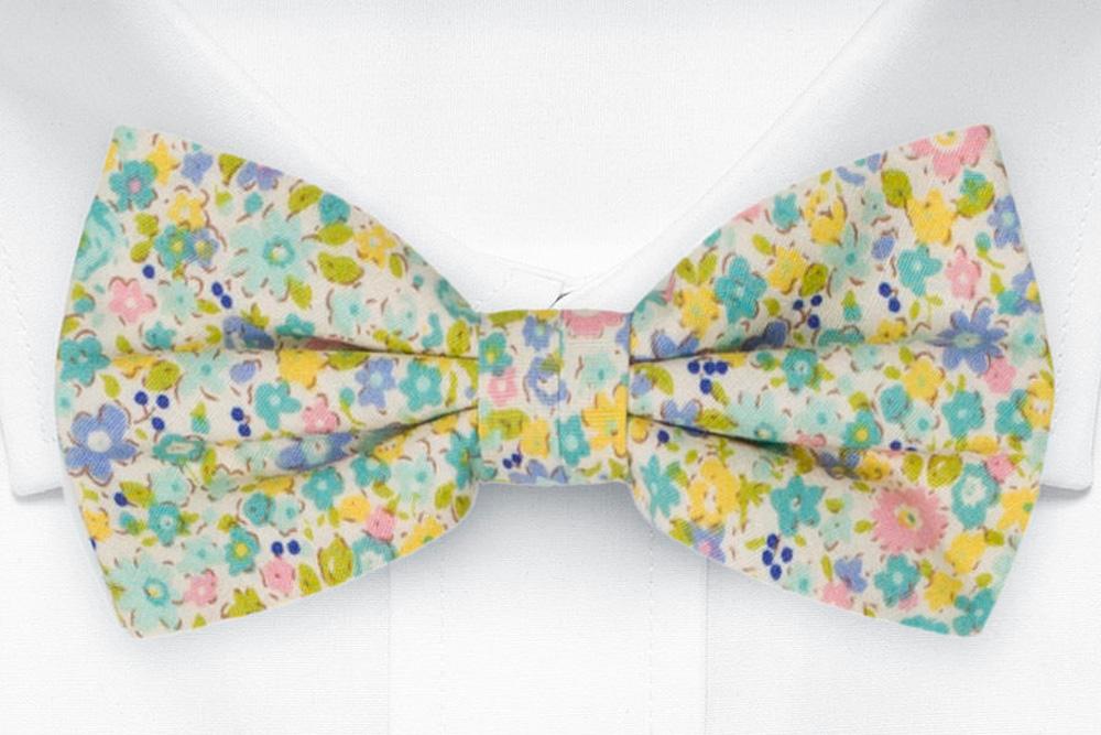 Knuten Fluga i Bomull - Blek blomdesign i gult, blågrönt, skärt och lila