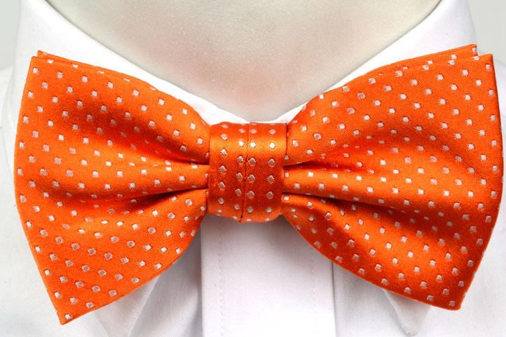 Knuten Fluga i Siden - Orange botten och små vita prickar - Notch SINCLAIR